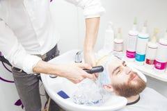 Trattamento dei capelli per gli uomini immagini stock