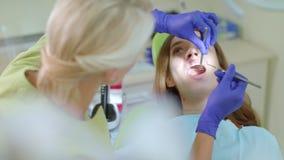 Trattamento dei denti in clinica dentaria  archivi video