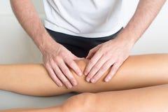 Trattamento del ginocchio Fotografia Stock