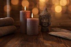 Trattamento della stazione termale di bellezza con la testa della statua di Buddha fotografia stock libera da diritti