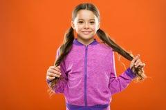 Trattamento delle doppie punte Come impedire le doppie punte Rottura dei capelli di trattamento Rimedi di stupore di bellezza a c fotografie stock libere da diritti