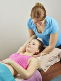 Trattamento di osteopatia Immagini Stock Libere da Diritti
