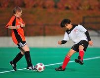 Trattamento di sfera di calcio della gioventù Immagine Stock