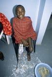 Trattamento medico delle gambe del ragazzo di Maasai Immagine Stock Libera da Diritti