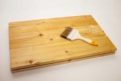 Trattato con un agente protettivo Board Trattamento d'innesco dei prodotti di legno protezione dagli insetti, fuoco Miglioramento fotografie stock