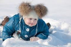 Tratteggiando attraverso la neve Immagini Stock