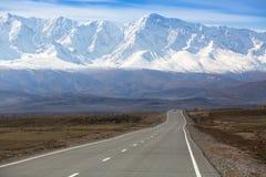 Tratto di Chuysky e cresta di Chuya alle montagne di Altai Repubblica di Altai Fotografie Stock