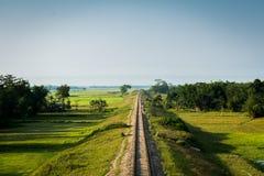 Tratto ferroviario con cielo blu Immagini Stock