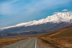 Tratto in montagne di Altai, Repubblica di Chuysky di Altai Immagini Stock