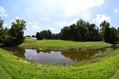 Tratto navigabile verde e Luscious di terreno da golf Immagine Stock