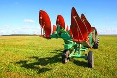 Trattore su un campo del coltivatore Fotografia Stock