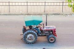 Trattore sulla strada a Jaipur Immagini Stock