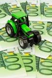 Trattore sulle euro banconote Fotografia Stock Libera da Diritti