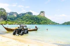 Trattore tailandese tradizionale del boatAnd di Longtail. immagini stock