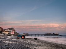 Trattori sulla spiaggia di Cromer Immagini Stock