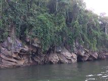 Tratwa i łódkowata wycieczka turysyczna przy siklawą Sai Yok Kanchanaburi Tajlandia obraz stock