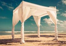 Traualtar auf dem Strand Lizenzfreies Stockfoto
