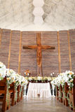 Traualtar in der Kirche Stockfoto