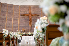 Traualtar in der Kirche Lizenzfreies Stockbild