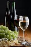 Traube, Käse und Wein Stockfotografie