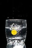 Traube und Glas Wasser Stockfoto