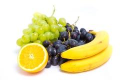 Trauben, Bananen und Orange Stockbild