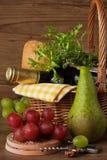 Trauben, Birne und Wein. Lizenzfreie Stockbilder