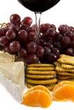 Trauben mit einem Bit eines Rotweinglases Lizenzfreies Stockfoto