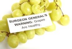 Trauben mit Gesundheits-WARNING lizenzfreie stockbilder