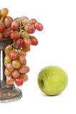 Trauben und Apfel Lizenzfreies Stockbild