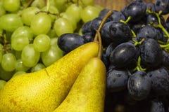 Trauben und Birnen Lizenzfreies Stockbild
