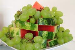 Trauben und Wassermelone Stockbild