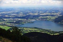Trauensee和格蒙登,在Feuerkogel,萨尔茨卡默古特,萨尔茨堡,奥地利附近的山风景 免版税库存照片