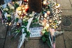 Trauer in Straßburg-Leuten, die den Opfern von Terro Tribut zahlen stockbilder