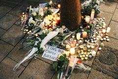 Trauer in Straßburg-Leuten, die den Opfern von Terro Tribut zahlen lizenzfreie stockfotografie