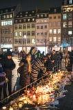 Trauer in Straßburg-Leuten, die den Opfern von Terro Tribut zahlen stockbild
