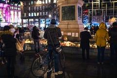 Trauer in Straßburg-Leuten, die den Opfern von Terro Tribut zahlen stockfoto