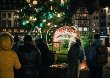 Trauer in Straßburg-Leuten, die den Opfern von Terro Tribut zahlen lizenzfreie stockbilder