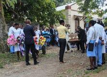 Trauerzug in ländlichem Robillard, Haiti stockbilder
