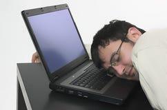 Traum auf Arbeit über einen Computer Lizenzfreie Stockfotos