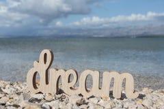 Traum auf dem sonnigen Strand lizenzfreie stockfotos