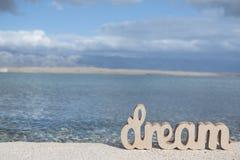 Traum auf dem sonnigen Strand stockfotografie