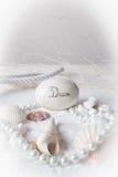 Traum auf dem Strand mit Perlen lizenzfreies stockfoto