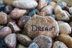 Traum geschrieben auf einen Felsen Stockbild