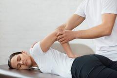 Traumatisk rehabilitering för stolpe, sportsjukgymnastik, återställningsbegrepp arkivfoto
