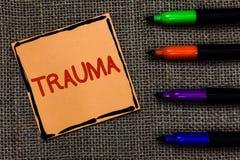 Traumatisme des textes d'écriture de Word Le concept d'affaires pour toucher à des blessures physiques et émotives choquent le pa Photo stock