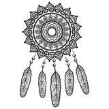 Traumfängergraphik in der Schwarzweiss-Mandalaart verziert mit der Feder, Perlen und Verzierungen, die seinem Inhaber gute Träume Stockfoto