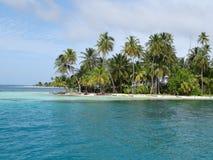 Trauminsel mit einem schönen Strand mit Türkiswasser stockbild