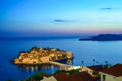 Trauminsel und Luxus-Resort Sveti Stefan nachts, Montenegro Balkan, adriatisches Meer, Europa Lizenzfreies Stockfoto