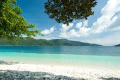 Trauminsel und Türkis färben Meer, Adang-Raweeinsel, Tha Lizenzfreie Stockfotos